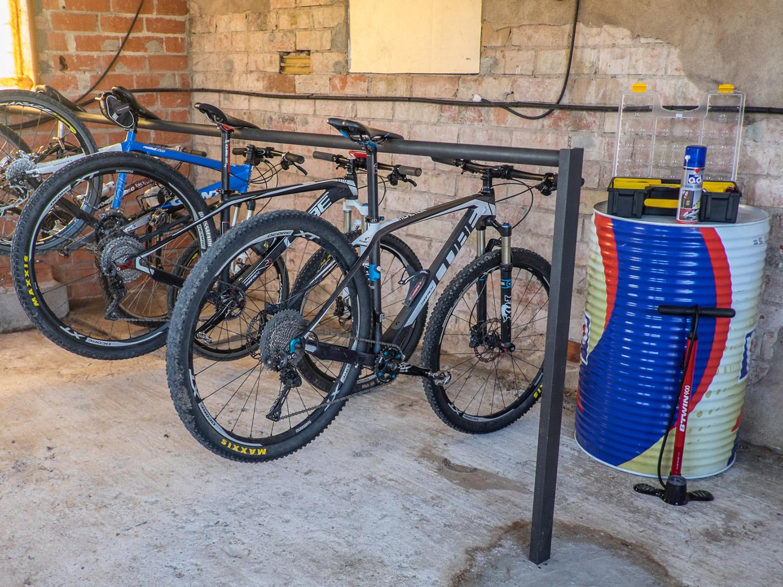 CAN PARES casa turisme rural Girona Sant Gregori Zona bicicletes