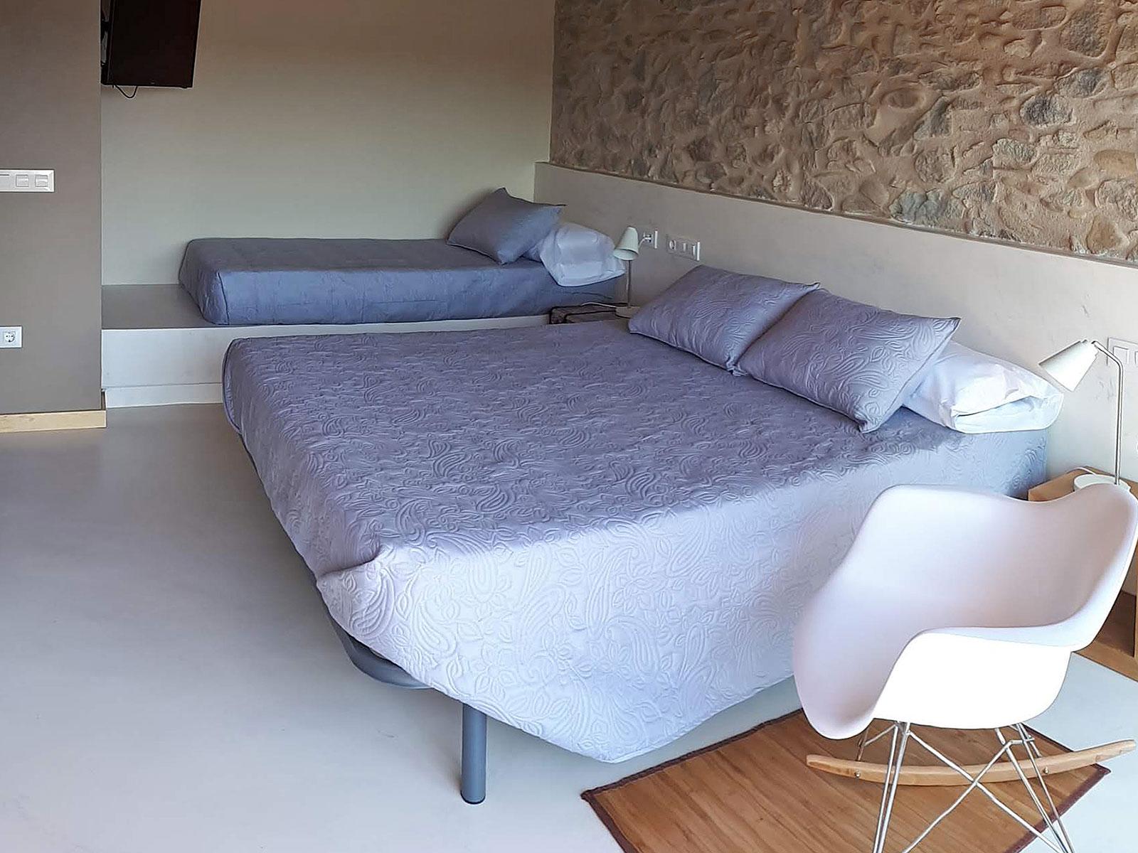 CAN PARES casa turisme rural Girona Sant Gregori Habitació Les Nous