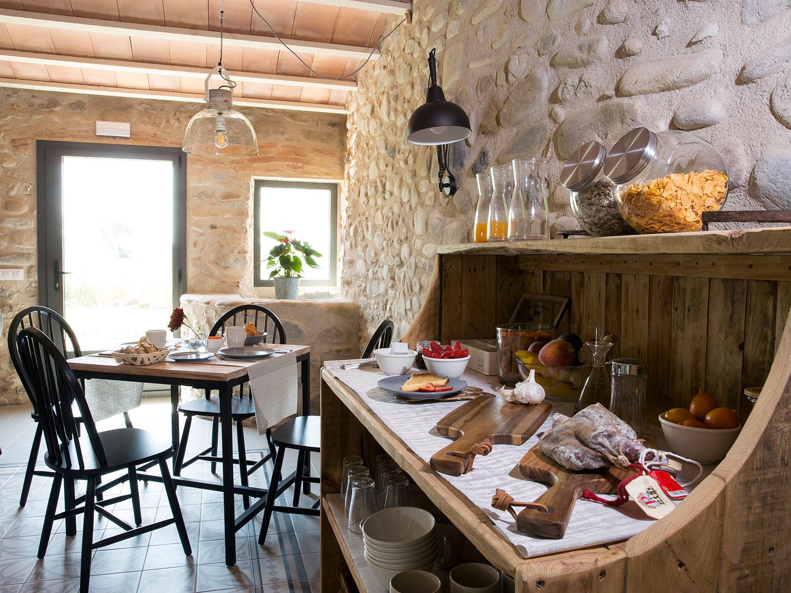 CAN PARES casa turisme rural Girona Sant Gregori Menjador