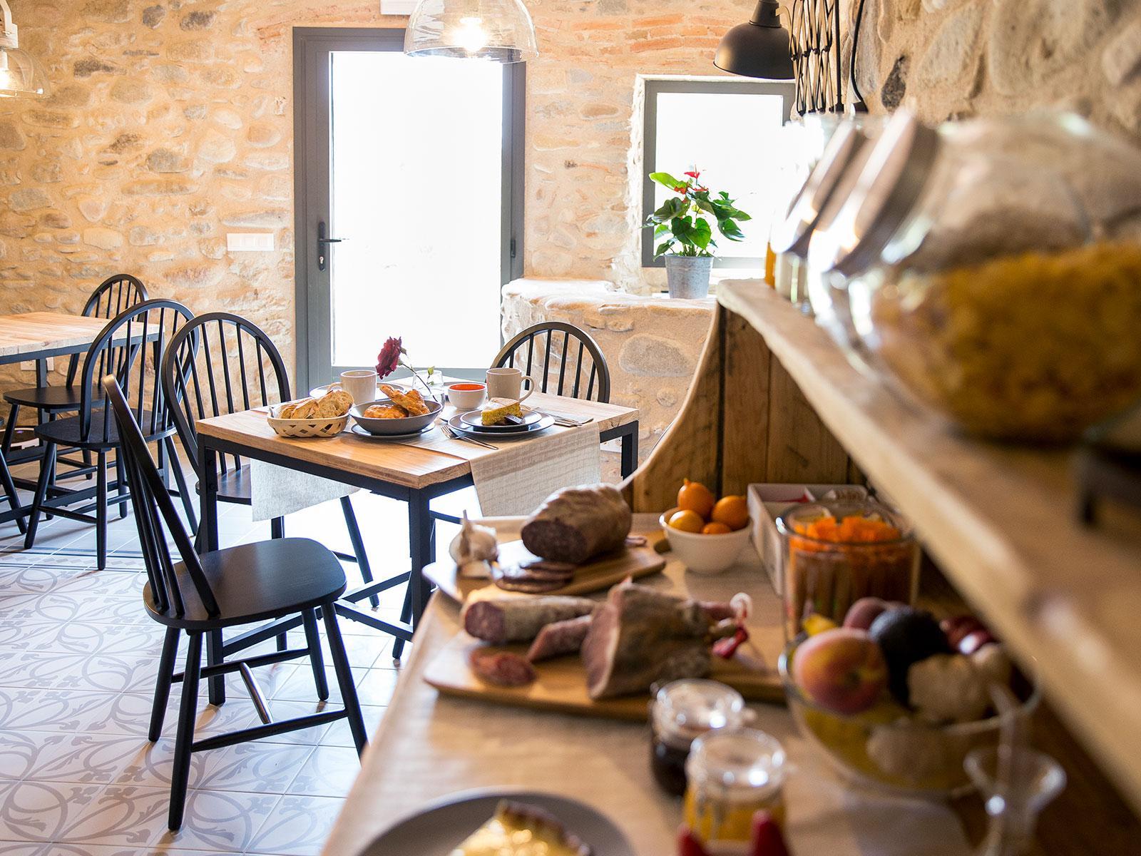 CAN PARES casa turisme rural Girona Sant Gregori Esmorzars